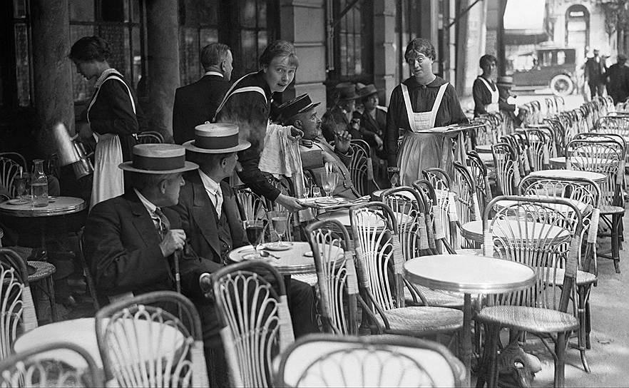 Небольшие частные биржи, которые открывали брокеры на свой страх и риск, работали как во время закрытия официальных бирж, так и параллельно с ними. Нередко их открывали прямо в уличных кафе. В России такие биржи назывались «американки»