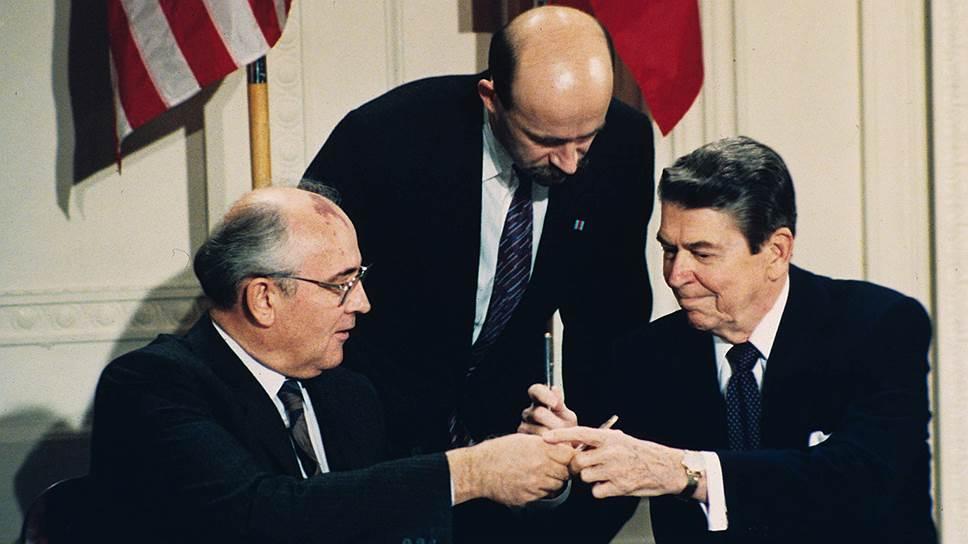 Договор о ликвидации ракет средней и малой дальности Рональд Рейган и Михаил Горбачев подписали в тот день и час, которые посоветовал американскому президенту его астролог
