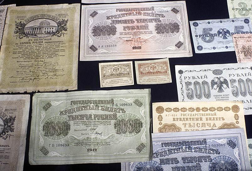 К осени 1917 года деньги обесценились настолько, что их функции взяли на себя акции. У них были большие номиналы, да и выглядели они солиднее, чем «керенки»