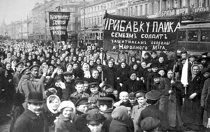Петроградская биржа так активно торговала, что не заметила начала Февральской революции. Но когда к толпам протестующих петроградцев присоединились солдаты, решила не рисковать и приостановила торги