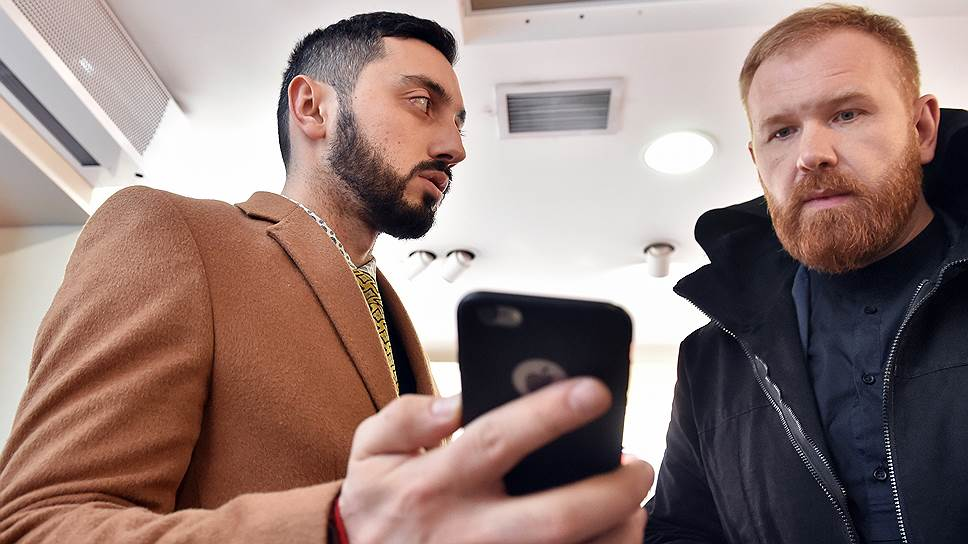 Пресс-секретарь группы МТС Дмитрий Солодовников (справа) обещал Чермену Дзотову провести проверку