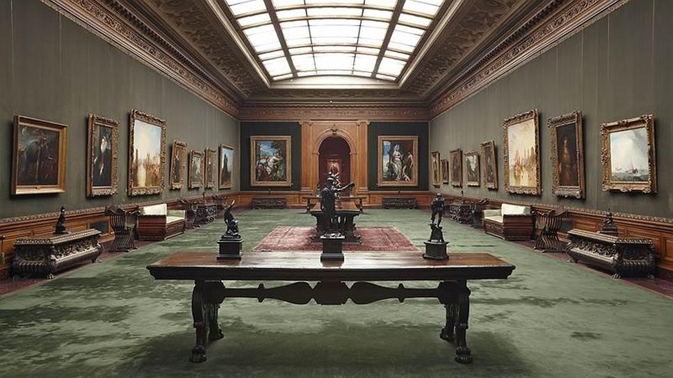 Все экспонаты в коллекции Фрика — от предметов интерьера до живописных полотен — собраны в исключительно цельную картину