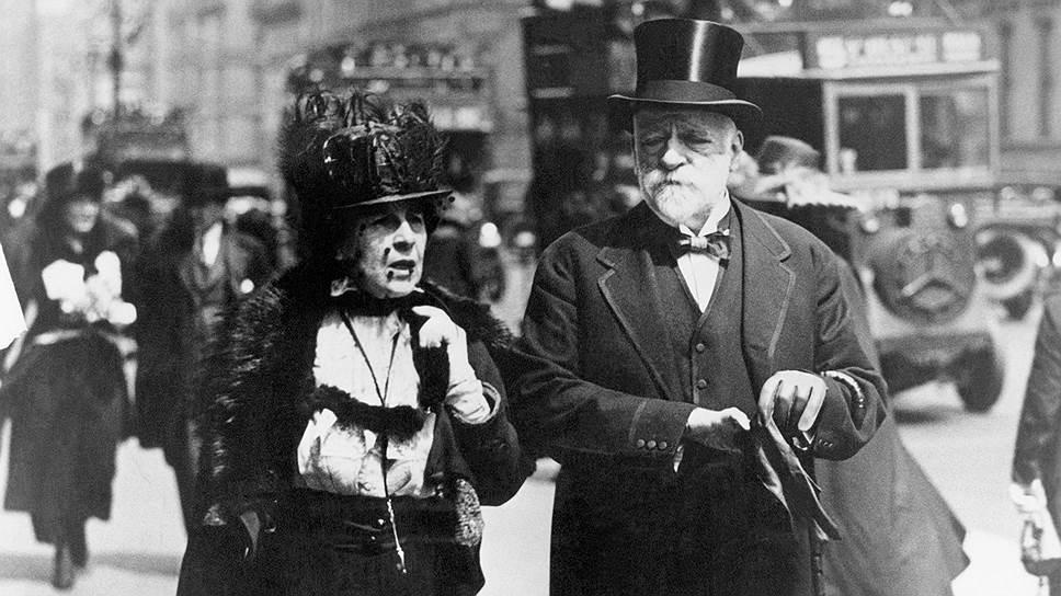 Супруга Генри Фрика Аделаида Говард Чайлдс Фрик не выполнила завещание мужа превратить его дом в музей: это произошло только после ее смерти