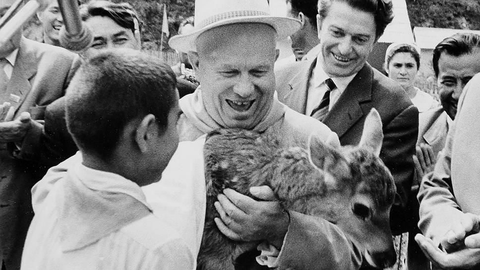Спустя 103 года после отмены крепостного права, в 1964 году, Никита Хрущев даровал крестьянам право на государственную пенсию