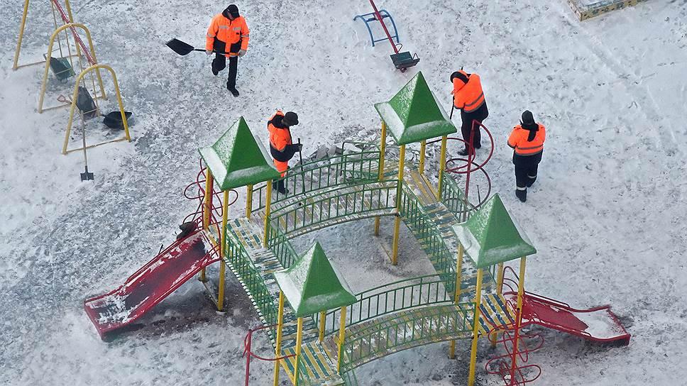 Детская площадка — обязательный элемент инфраструктуры и единственное место для проведения досуга