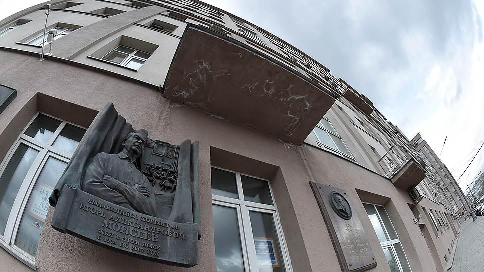 """В советское время в """"Доме на набережной"""" жили многие знаменитости, сейчас немалая часть жильцов — арендаторы"""