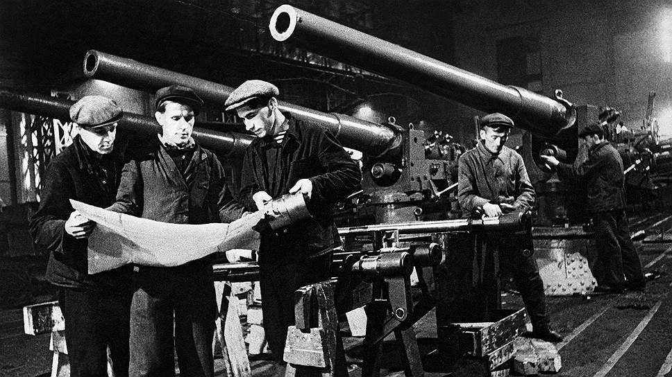 С января 1942 года в стране начал действовать военный налог, составляющий около трети зарплаты