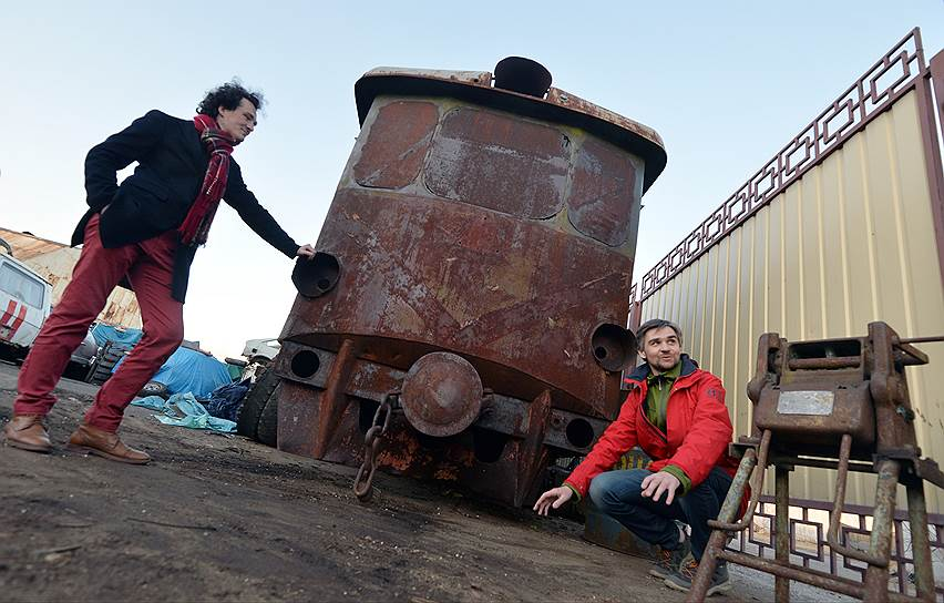Михаил Кончиц (слева) и Александр Гончаров (справа) со своей автомотрисой АМ1