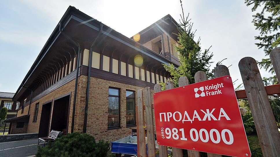 После того как на месте набережной в Павлово-2 появилась строительная площадка, стоимость домов на первой линии поселка существенно снизилась