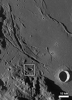 В лунном грунте — реголите — гелий-3 накапливался в течение миллиардов лет солнечного облучения. Поэтому изотопное отношение гелия-3 к гелию-4 на Луне на два порядка выше, чем на Земле