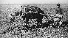 1989 год. Крестьянин деревни Михайловка Пензенской губернии во время пахоты