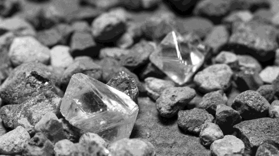 Можно не разбивать алмазную породу, чтобы увидеть кристаллы, а просто просветить ее мечеными нейтронами