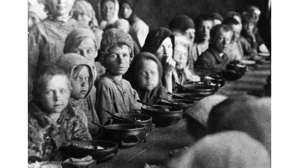 1923 год, столовая для голодающих в Покровске (с 1931 года — Энгельс Саратовской области)