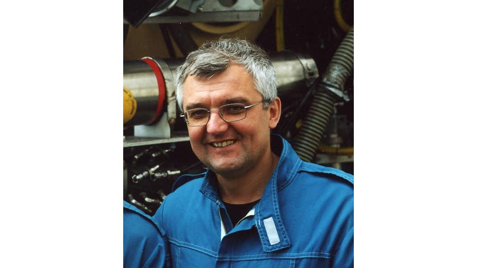 Андрей Викторович Гебрук, заместитель директора Института океанологии РАН, руководитель Лаборатории донной фауны океана, участник многих экспедиций с большим опытом работы на глубоководных обитаемых аппаратах «Мир», «Пайсис», «Алвин» и работы с телеуправляемыми подводными аппаратами