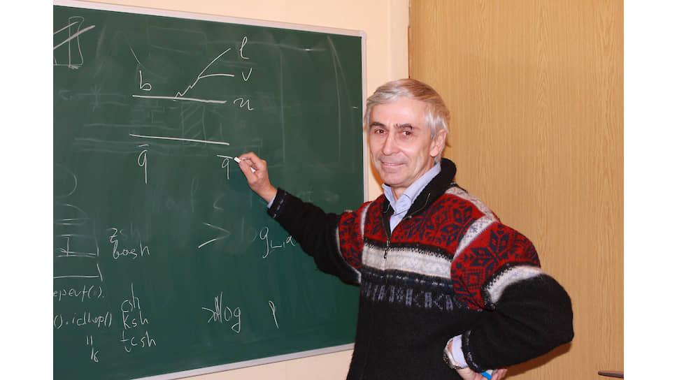 Стандартная модель — теория, описывающая материю, все, что вокруг нас. Но она не описывает того, чего мы не видим, а этого во Вселенной намного больше