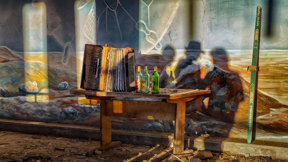 Археологические данные указывают, что приготовление и употребление алкоголя возникло не позднее неолита — когда человек перешел от собирательства к земледелию