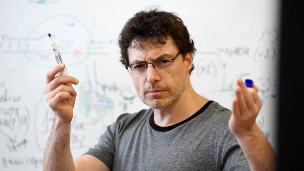 Евгений Нудлер, профессор факультета биохимии и молекулярной фармакологии Медицинской Школы Университета Нью-Йорка