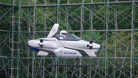 Летающий автомобиль SkyDrive впервые поднялся в небо с человеком  / К 2028 году эту машину можно будет купить, надеются производители
