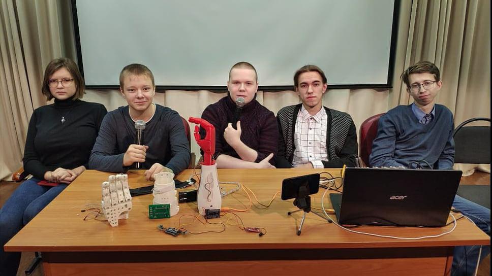 Биотонический протез руки,созданный школьниками-участниками киберфестиваля Rukami