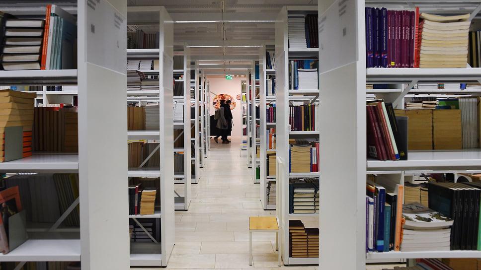 Робот-библиотекарь