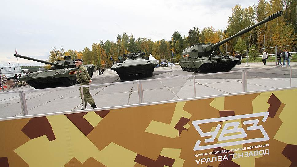 """Боевые машины на базе гусеничной платформы """"Армата"""": танк Т-14, боевая машина пехоты Т-15 и самоходно-артиллерийская установка """"Коалиция"""""""