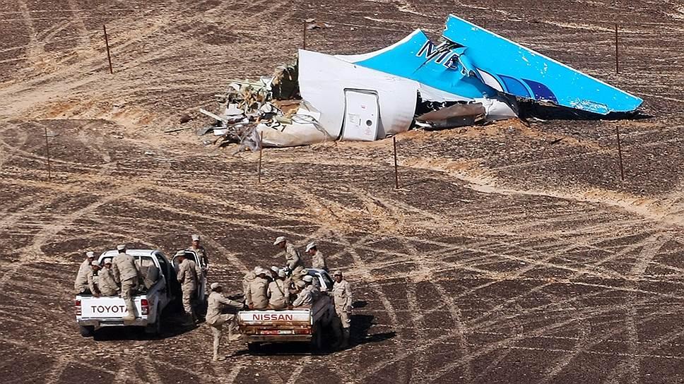 Обломки потерпевшего крушение над Синаем пассажирского самолета Airbus A321 компании «Когалымавиа»