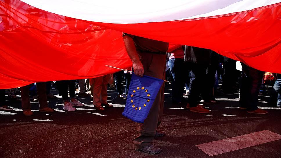 Почему Брюссель счел реформу КС Польши противоречащей демократии