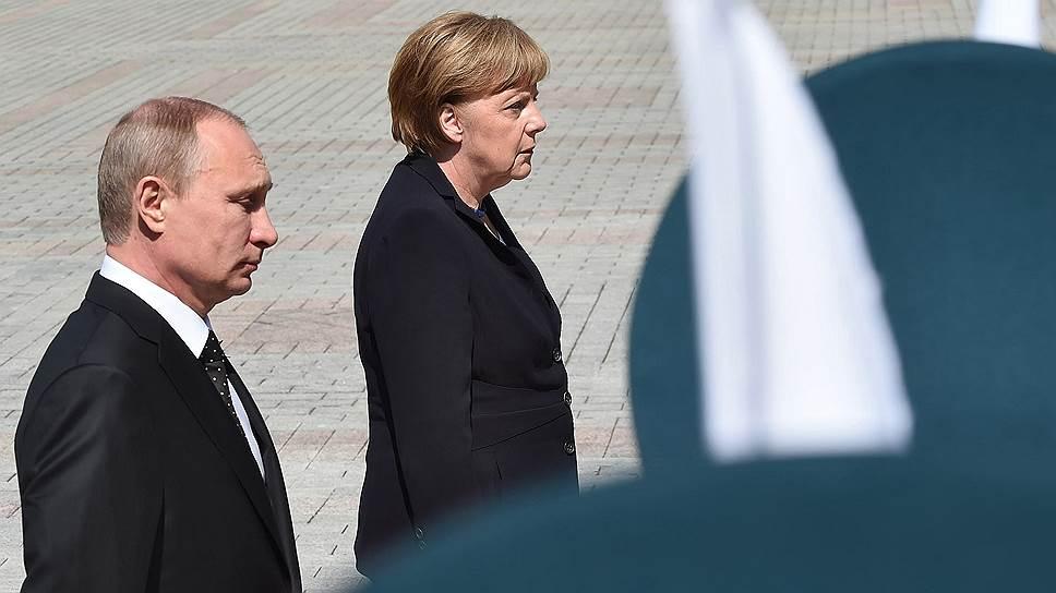 Федеральный канцлер Германии Ангела Меркель (справа) и президент России Владимир Путин