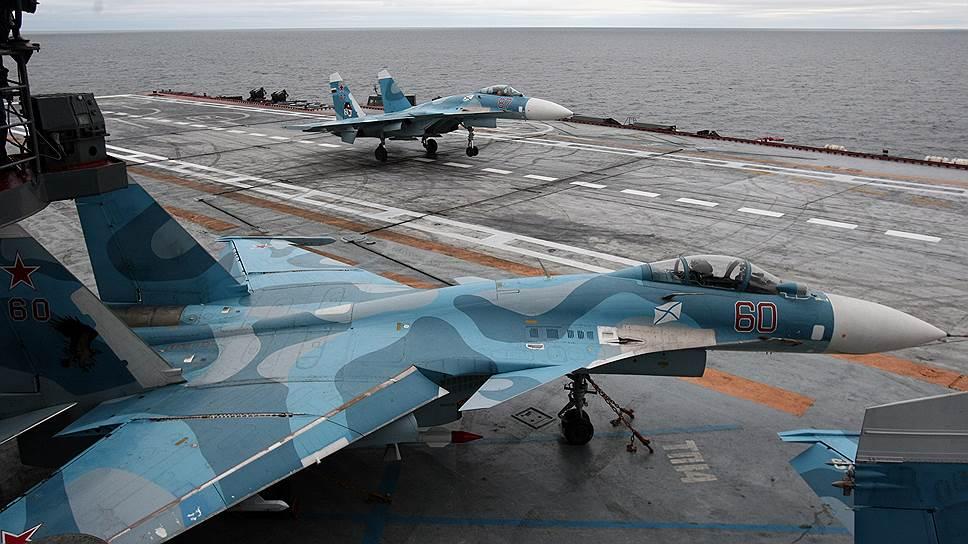 """Истребители Су-33 на борту авианесущего крейсера """"Адмирал Кузнецов"""""""
