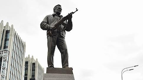 С памятника Михаилу Калашникову уберут чертеж немецкого автомата
