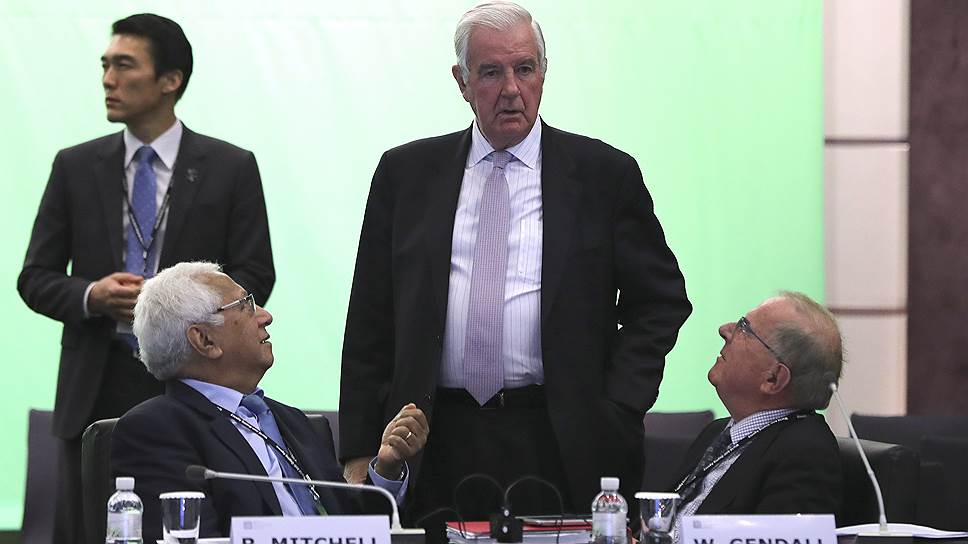 Слева направо: член МОК Робин Митчелл, резидент ВАДА Крейг Риди и глава комитета организации Drug-Free Sport New Zealand Уорвик Гендалл