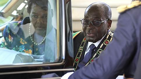The Guardian назвала размер компенсации Мугабе за уход с поста президента Зимбабве
