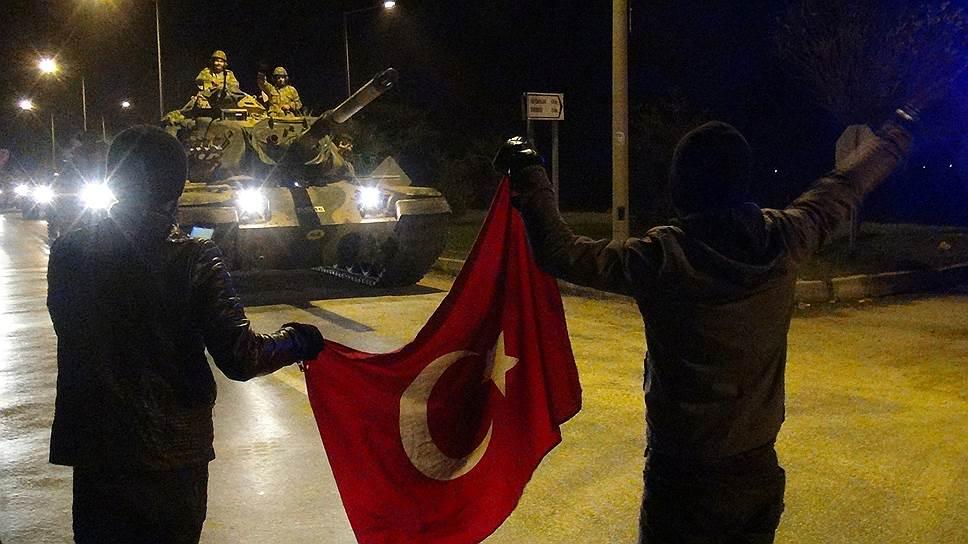 Турецкие танки поддерживают наступление сирийской оппозиции на курдов
