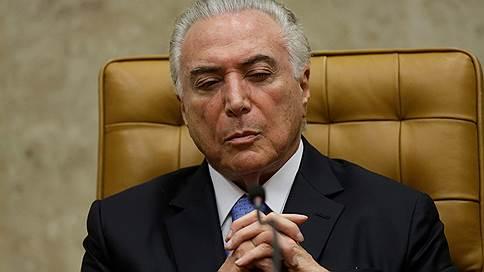 Президент Бразилии не подтвердил, что жив, и остался без пенсии