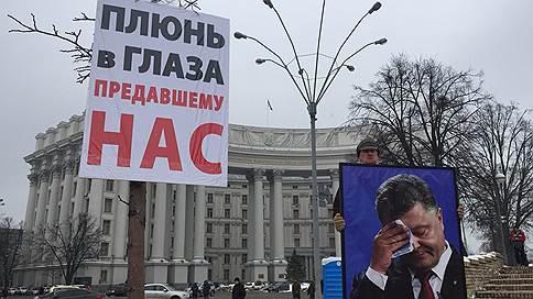 В Киеве проходят марши сторонников Михаила Саакашвили и героев Дебальцево