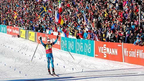 Француз Мартен Фуркад взял золото в гонке преследования на этапе Кубка мира по биатлону