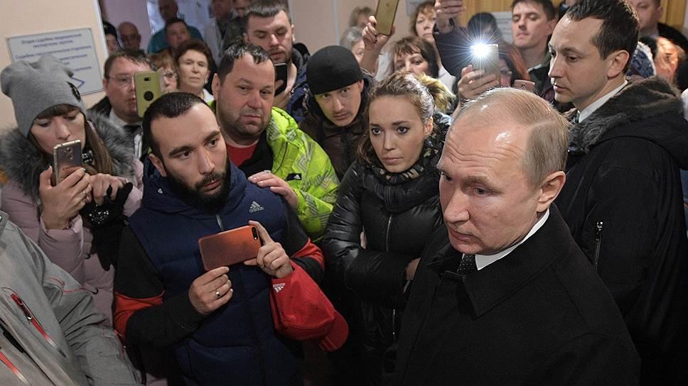 Президент России Владимир Путин на встрече с инициативной группой граждан в Кемерово