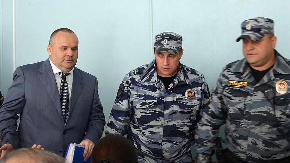 Бывший мэр Рыбинска Юрий Ласточкин (слева)
