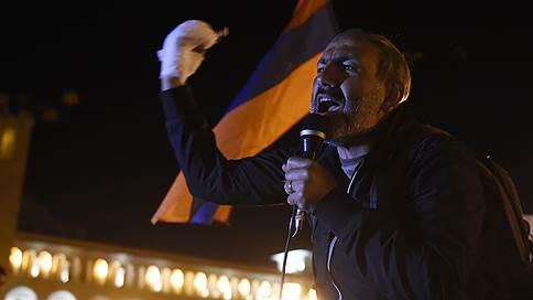 Полиция в Ереване разгоняет протестующих, лидер оппозиции задержан