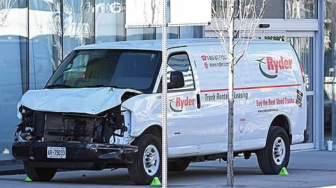 В Торонто при наезде минивэна на пешеходов погибли 9 человек