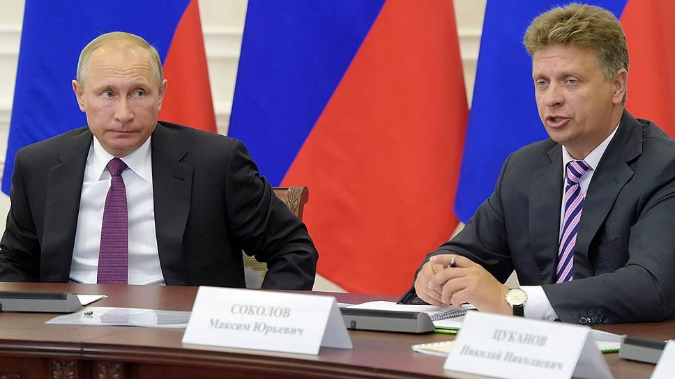 Президент России Владимир Путин и министр транспорта России Максим Соколов
