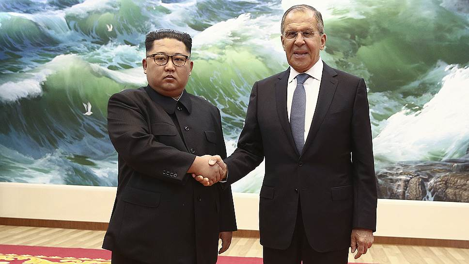 Лидер КНДР Ким Чен Ын и глава МИД России Сергей Лавров