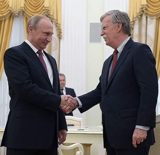 Президент России Владимир Путин и советник президента США по национальной безопасности Джон Болтон
