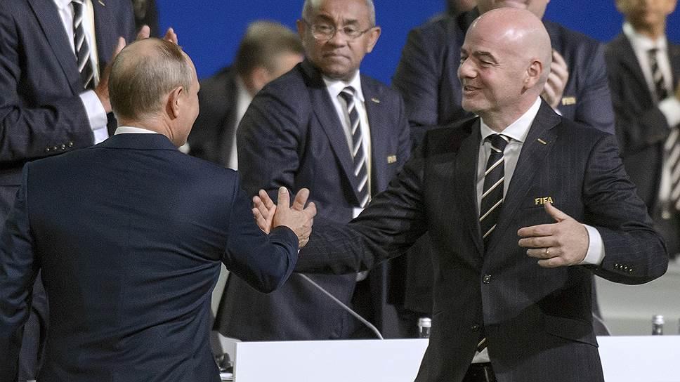 Президент России Владимир Путин (слева) и президент FIFA Джанни Инфантино (справа)
