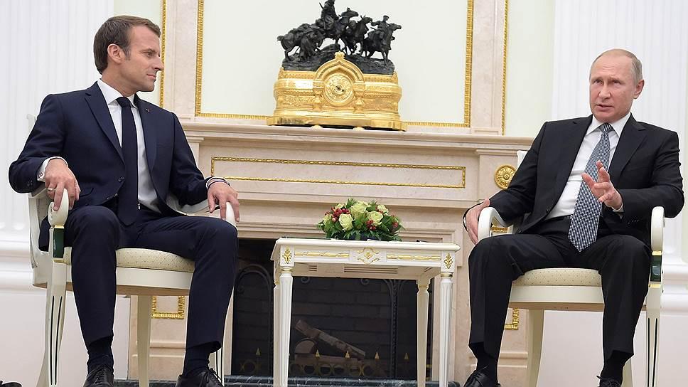 Президенты Франции и России Эмманюэль Макрон (слева) и Владимир Путин