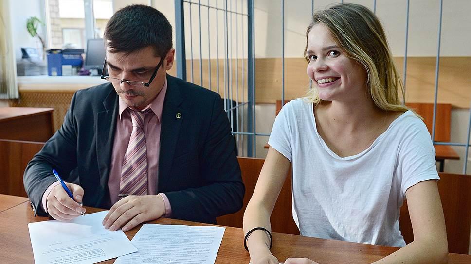 Адвокат Николай Васильев и участница Pussy Riot Вероника Никульшина