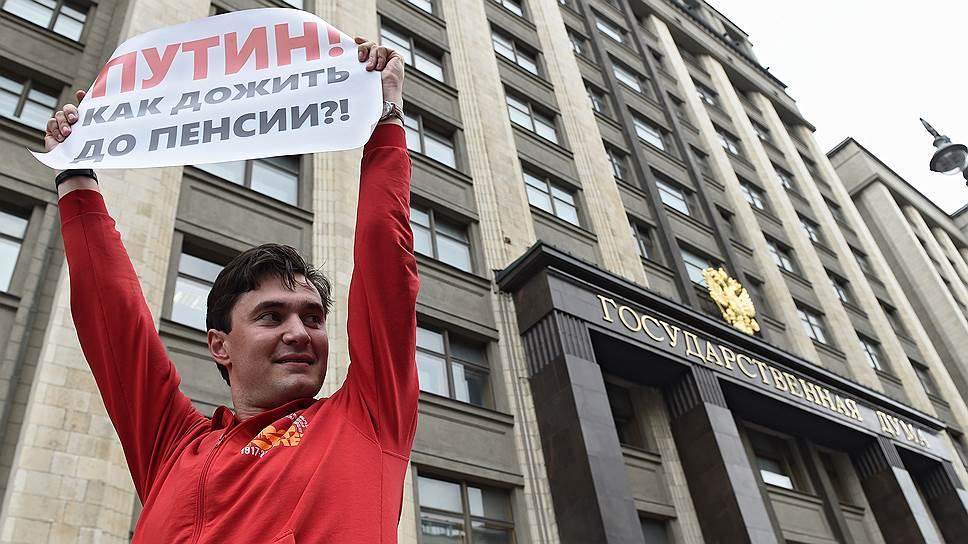 Помощник депутата Госдумы Дениса Парфенова (КПРФ) по работе в Москве Владимир Обуховский