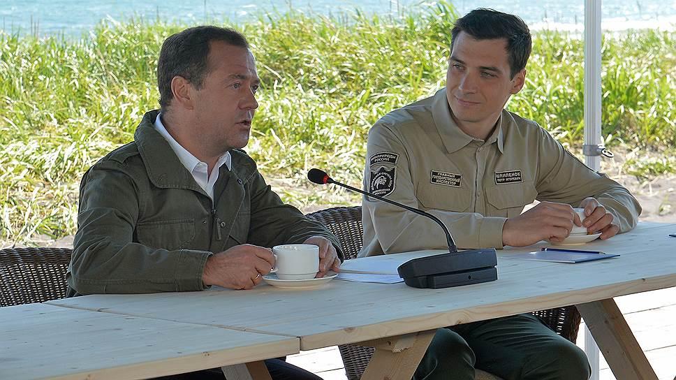 Премьер-министр России Дмитрий Медведев и директор Кроноцкого заповедника Петр Шпиленок