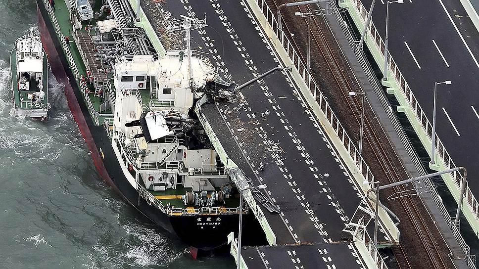 Тайфун привел к серьезным перебоям в работе транспорта, отключению электричества и эвакуации людей из прибрежной зоны