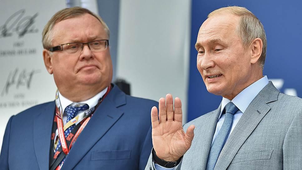 Глава ВТБ Андрей Костин (слева) и президент России Владимир Путин